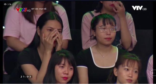 Câu chuyện Hiếu Hiền đi diễn trong ngày mẹ mất khiến khán giả nghẹn khóc ảnh 8