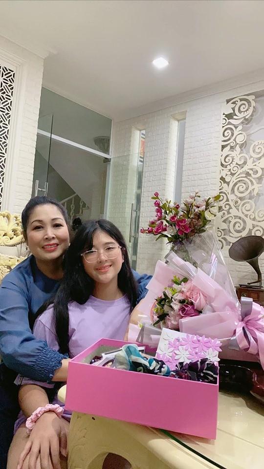 Con gái của NSND Hồng Vân và Lê Tuấn Anh xinh đẹp, có năng khiếu diễn xuất ảnh 1