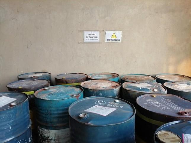 Cận cảnh nơi chứa số dầu thải đổ vào nguồn nước sạch sông Đà ảnh 3