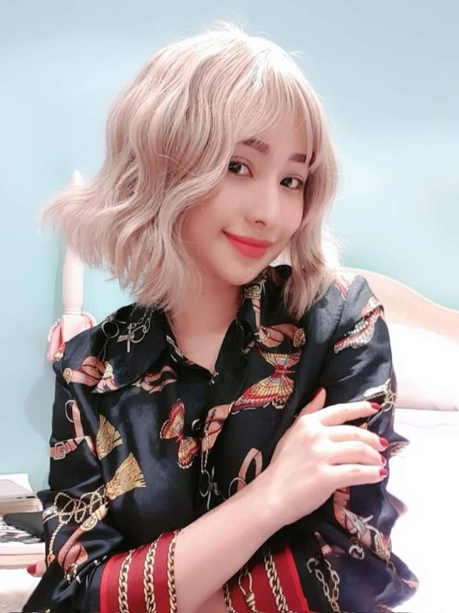 Showbiz 22/10: Lộ ảnh Quang Lê thân mật với vợ cũ của Hồ Quang Hiếu ảnh 1