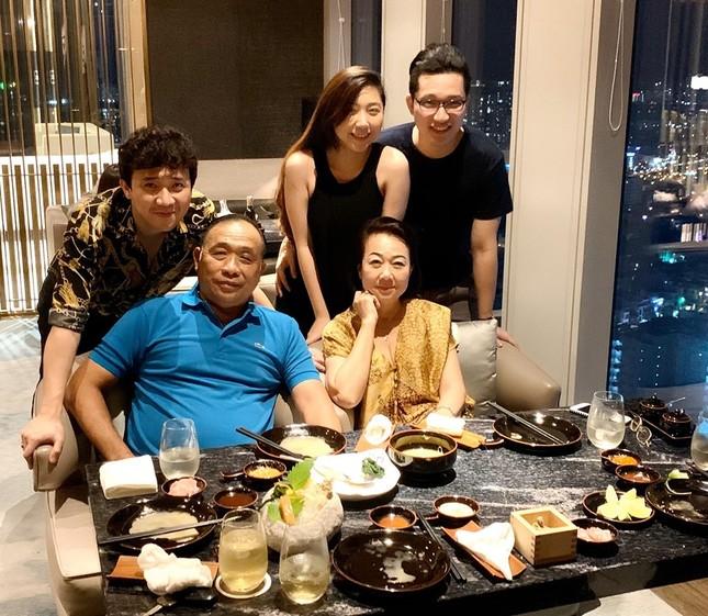 Hari Won không dự sinh nhật mẹ chồng, Trấn Thành nói gì? ảnh 1