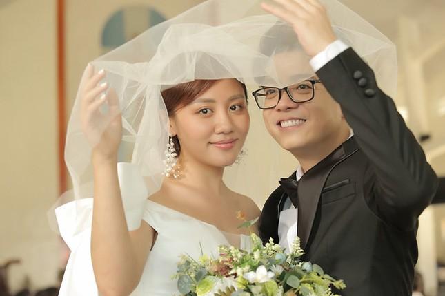 Showbiz 22/10: Lộ ảnh Quang Lê thân mật với vợ cũ của Hồ Quang Hiếu ảnh 2