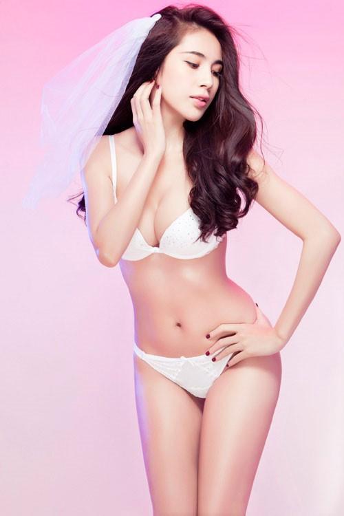 Thuỷ Tiên tung ảnh áo tắm 'cực nóng', fan khuyên nên làm mẫu nội y ảnh 4