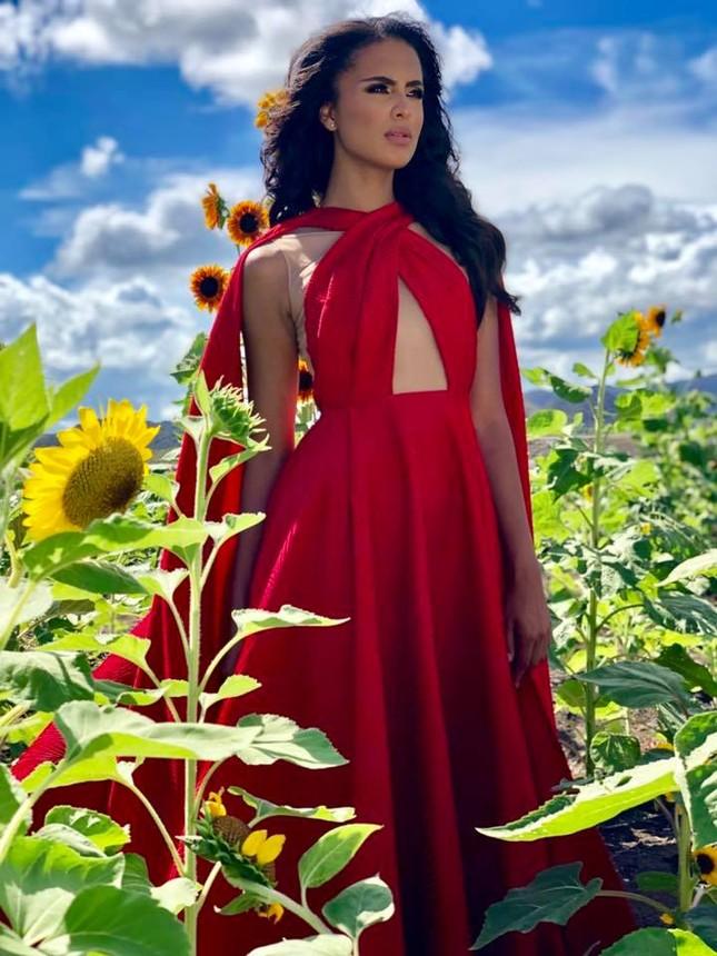 Ảnh bán nude nóng 'bỏng rẫy' khác lạ của Tân Hoa hậu Trái đất ảnh 6