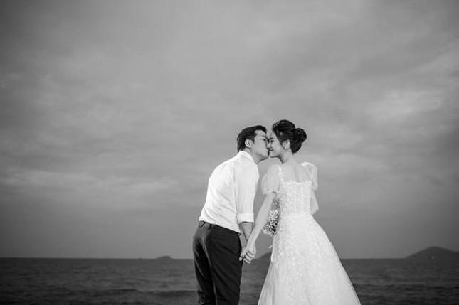Hé lộ trọn bộ ảnh lễ đính hôn bí mật của Trường Giang- Nhã Phương ảnh 2