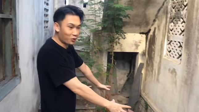 Showbiz 21/6: Hé lộ ngôi nhà đang bỏ hoang ở quê nhà của danh hài Hoài Linh ảnh 2