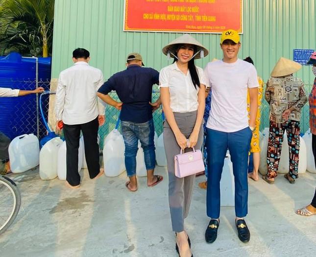 Quyên góp được 15 tỷ, Thuỷ Tiên trích 2 tỷ mua lúa giống cho bà con nông dân ảnh 1