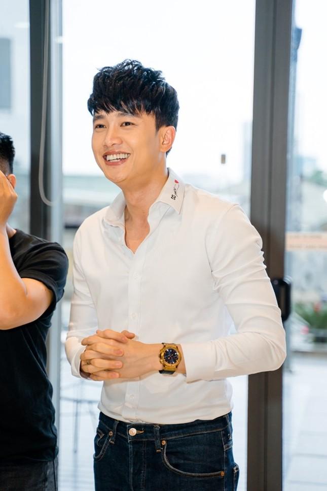 Showbiz 29/6: Quốc Trung thốt lên hài hước khi Thanh Lam công khai bạn trai mới ảnh 1