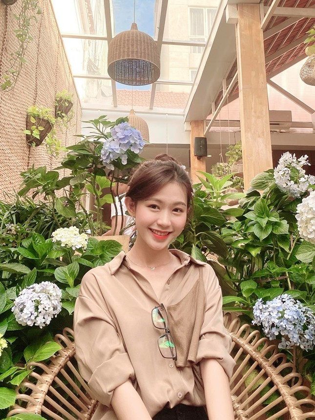 Cô gái đẹp 'sương sương' như Hoa hậu Thu Thảo tại Hoa hậu Việt Nam 2020 ảnh 9