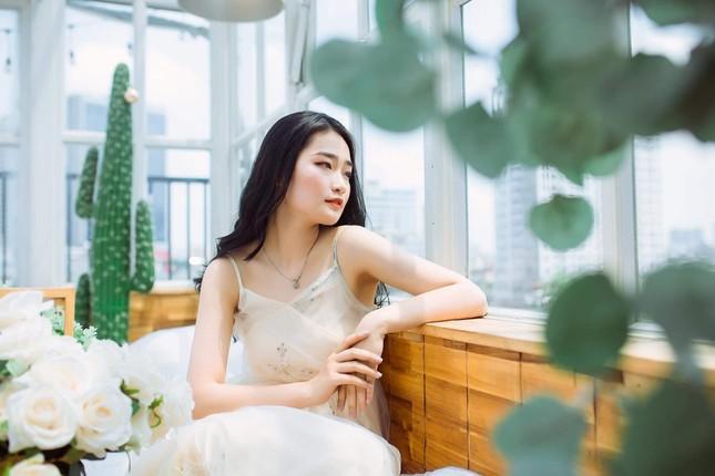 Nữ sinh Báo chí thần tượng Hoa hậu Nguyễn Thị Huyền, quyết tâm ghi danh tại HHVN 2020 ảnh 1
