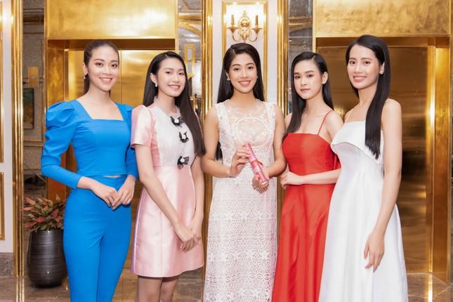 Top 35 Hoa hậu Việt Nam 2020 bước vào hành trình 'Người đẹp Nhân ái' ảnh 7