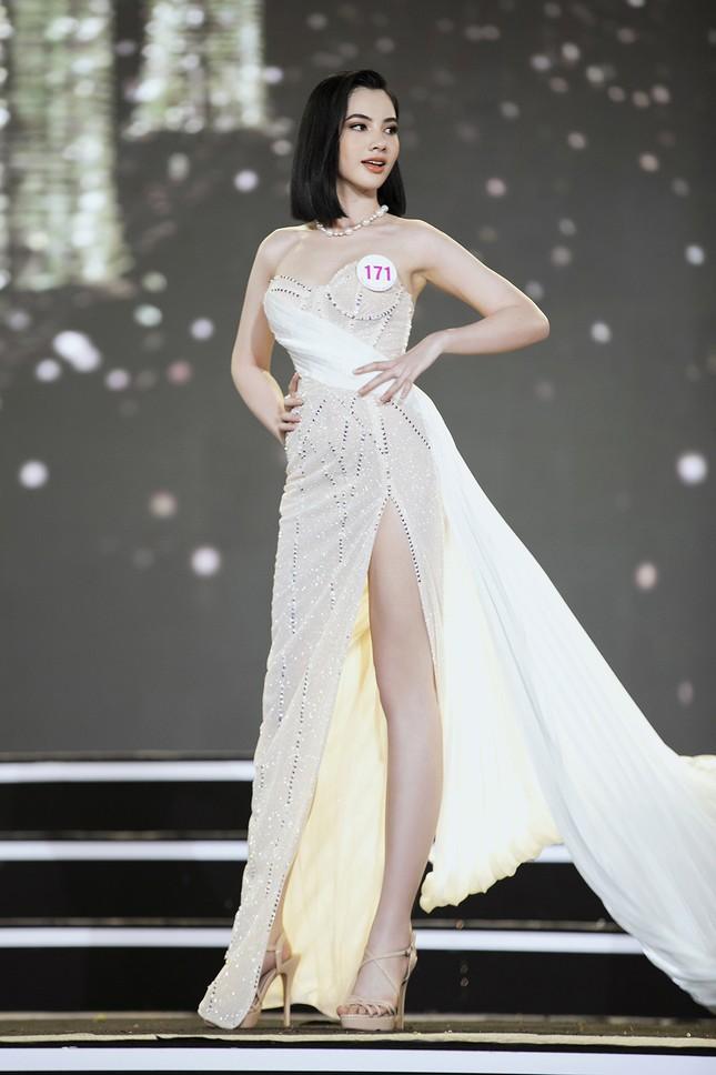Ngắm nhan sắc của 14 thí sinh phía Nam vào Chung kết Hoa hậu Việt Nam 2020 ảnh 15