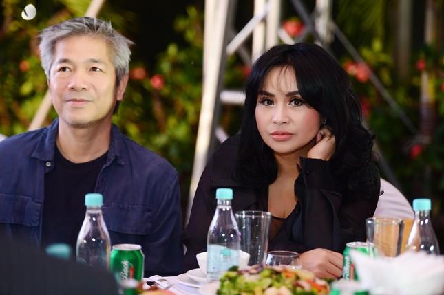 Bạn trai bác sĩ 'hộ tống' Thanh Lam đi hát, Tùng Dương 'cháy' hết mình trên sân khấu ảnh 1