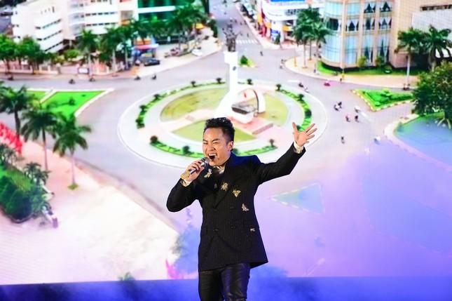 Bạn trai bác sĩ 'hộ tống' Thanh Lam đi hát, Tùng Dương 'cháy' hết mình trên sân khấu ảnh 8