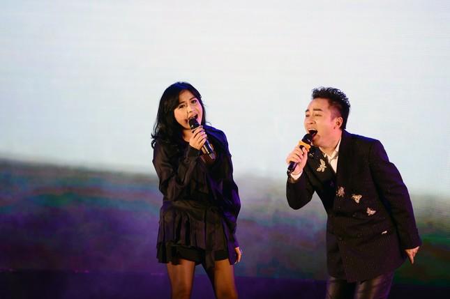 Bạn trai bác sĩ 'hộ tống' Thanh Lam đi hát, Tùng Dương 'cháy' hết mình trên sân khấu ảnh 5