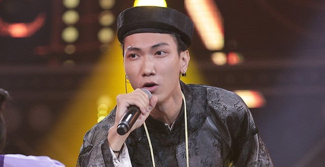 Showbiz 10/11: Ca sĩ Tùng Dương tiết lộ lý do chưa tổ chức đám cưới với vợ hơn 2 tuổi ảnh 1