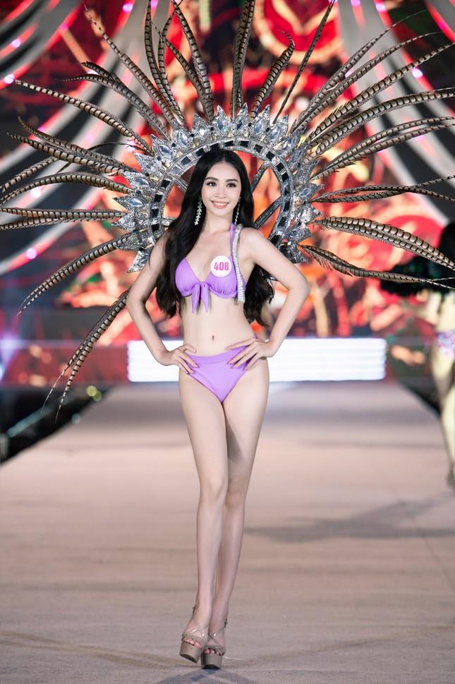Cận cảnh màn trình diễn bikini 'rực lửa' của top 35 thí sinh Hoa hậu Việt Nam 2020 ảnh 8