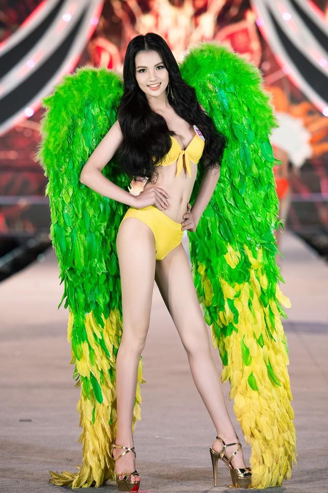 Cận cảnh màn trình diễn bikini 'rực lửa' của top 35 thí sinh Hoa hậu Việt Nam 2020 ảnh 6