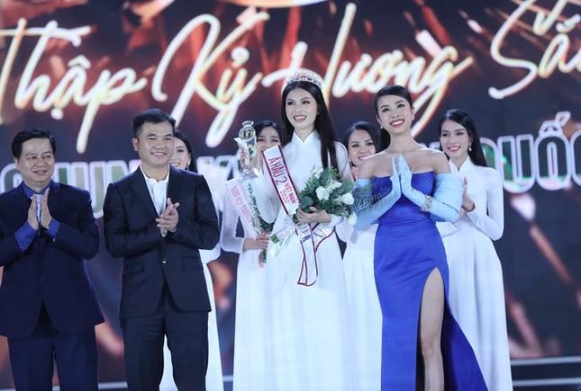 Ảnh tân Hoa hậu Đỗ Thị Hà đi cấy gây 'bão' mạng xã hội ảnh 3