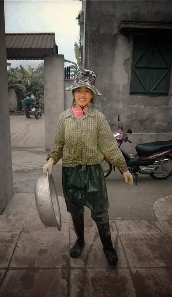 Ảnh tân Hoa hậu Đỗ Thị Hà đi cấy gây 'bão' mạng xã hội ảnh 1