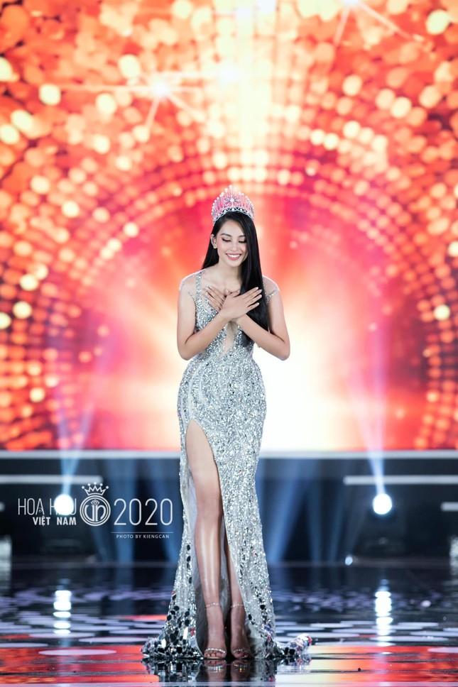 Hoa hậu Tiểu Vy nhắn nhủ tân Hoa hậu Việt Nam Đỗ Thị Hà điều gì khiến ai cũng xúc động? ảnh 2