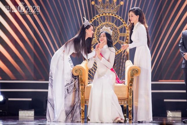 Hoa hậu Tiểu Vy nhắn nhủ tân Hoa hậu Việt Nam Đỗ Thị Hà điều gì khiến ai cũng xúc động? ảnh 1