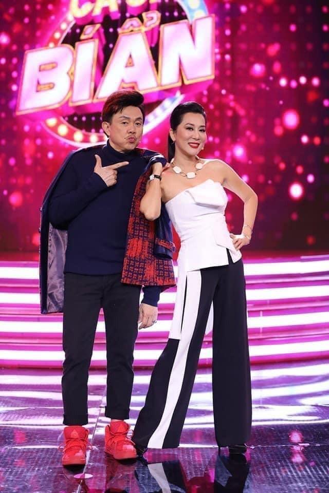 Showbiz 12/12: Rớt nước mắt trước câu nói của NSƯT Hoài Linh trong tang lễ nghệ sĩ Chí Tài ảnh 2