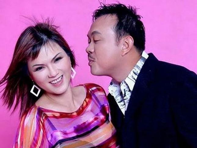 Ca sĩ tỷ phú Hà Phương chia sẻ kỷ niệm và thói quen Chí Tài dành tặng vợ mỗi lần đi show ảnh 1