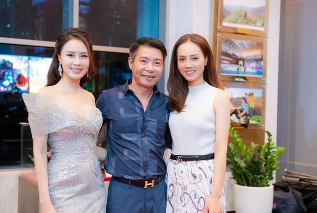Showbiz 20/12: Ca sĩ tỷ phú Hà Phương viếng tặng gần 2 tỷ đồng ở đám tang nghệ sĩ Chí Tài ảnh 6