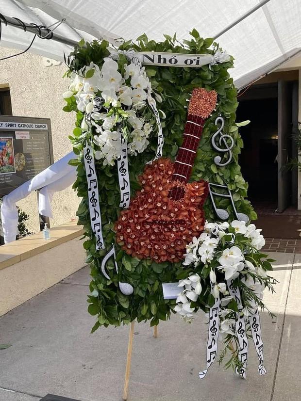 Showbiz 20/12: Ca sĩ tỷ phú Hà Phương viếng tặng gần 2 tỷ đồng ở đám tang nghệ sĩ Chí Tài ảnh 3