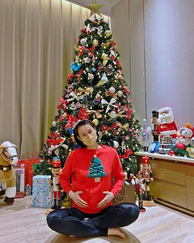 Showbiz 25/12: Sau ồn ào với Kiều Minh Tuấn, An Nguy mang thai khi yêu bạn đồng giới ảnh 6