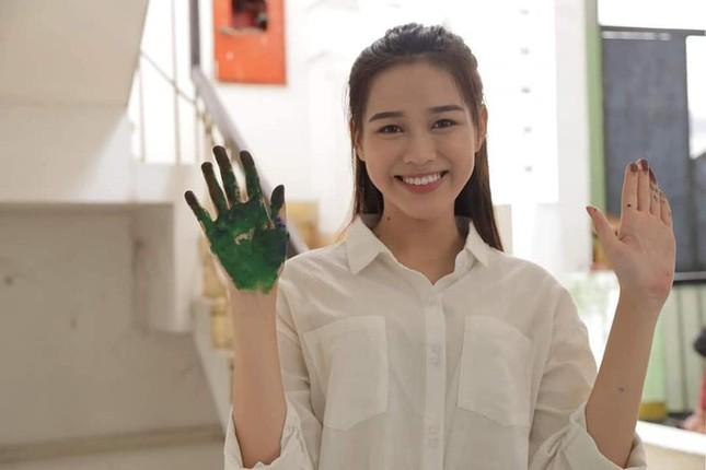 Chia sẻ clip đời thường, Hoa hậu Đỗ Thị Hà được khen xinh đẹp tự nhiên ảnh 9