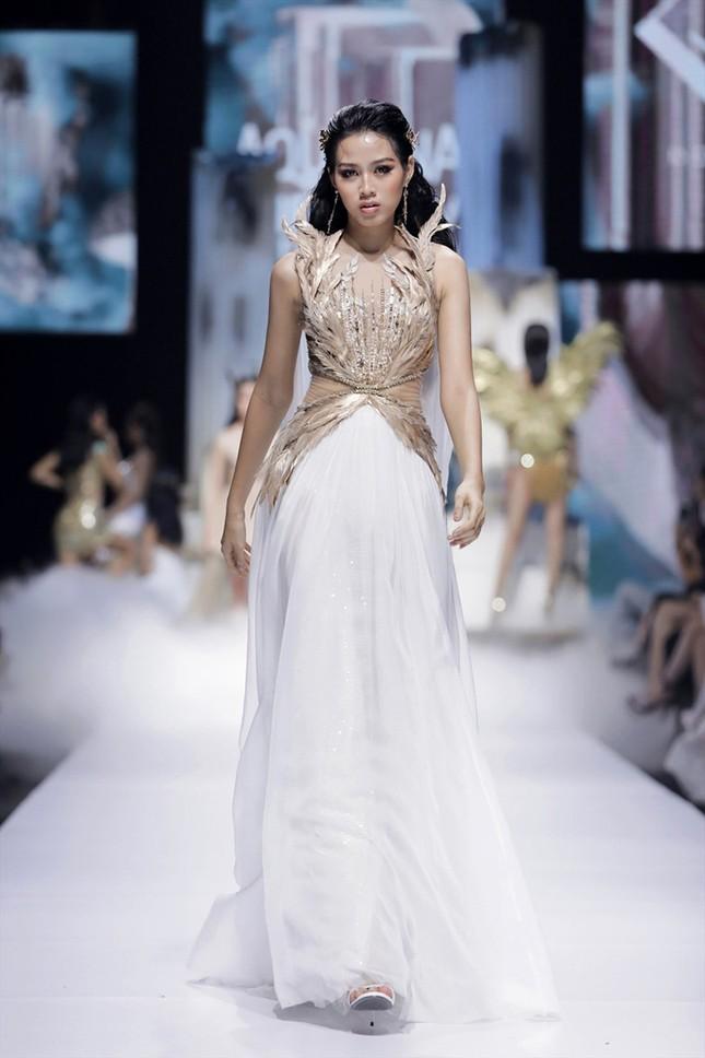 Chia sẻ clip đời thường, Hoa hậu Đỗ Thị Hà được khen xinh đẹp tự nhiên ảnh 7