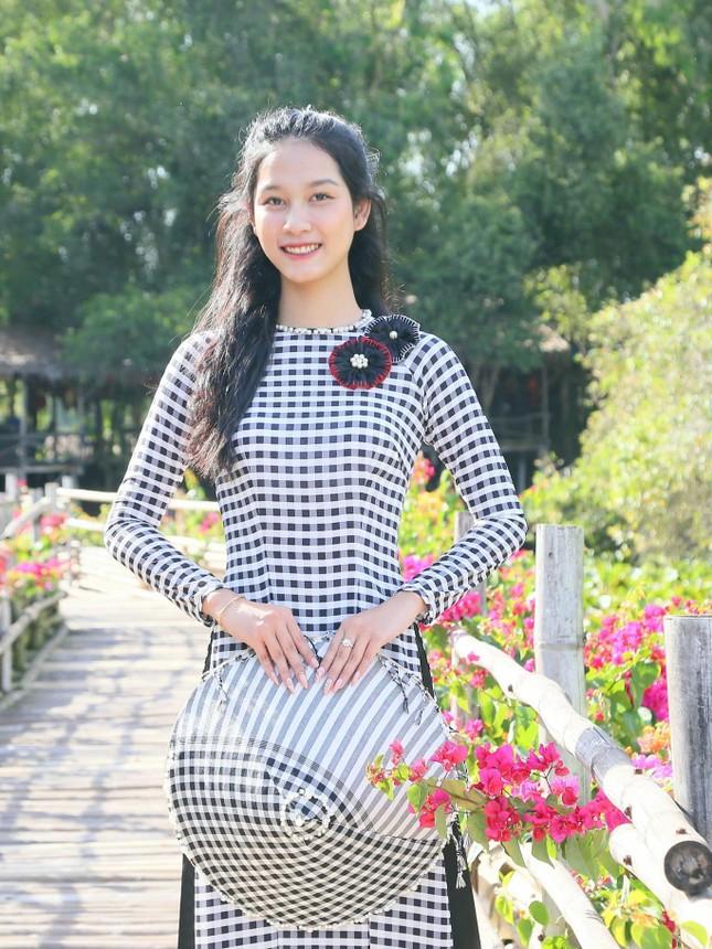 Gặp lại cô gái từng giành giải nhì bắn súng AK Tường Vy - Người đẹp Áo dài HHVN 2020 ảnh 4