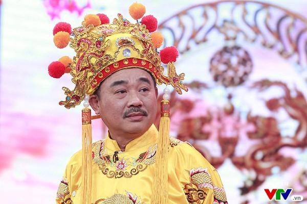 Showbiz 13/1: MC Thanh Bạch lên tiếng khi bị chê ăn mặc quái dị ảnh 2