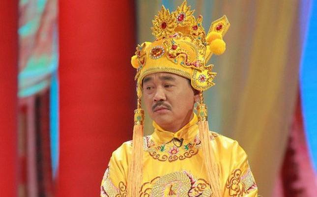 Showbiz 13/1: MC Thanh Bạch lên tiếng khi bị chê ăn mặc quái dị ảnh 1