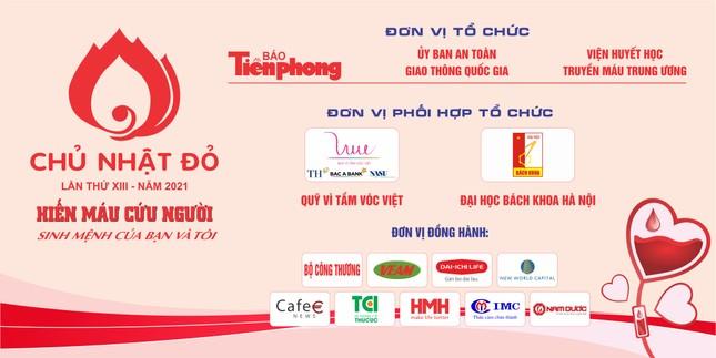 Hoa hậu Đỗ Thị Hà cùng hai Á hậu rạng rỡ tại ngày hội chính Chủ nhật Đỏ ảnh 17