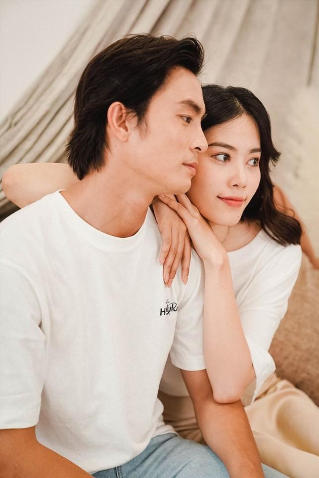Showbiz 18/1: Hồ Hạnh Nhi: 'Tôi hận mẹ vì bà ấy bỏ rơi mình từ nhỏ' ảnh 1