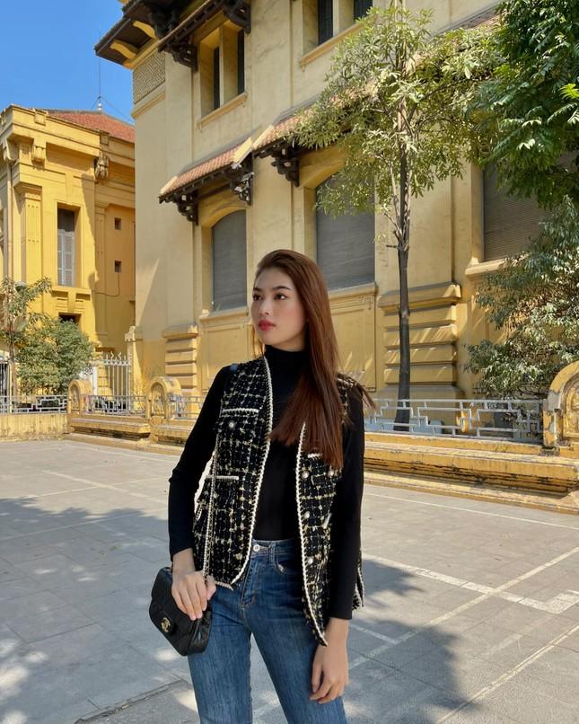 Đi ăn vỉa hè, Hoa hậu Đỗ Thị Hà và Á hậu Phương Anh giản dị vẫn xinh đẹp rạng rỡ ảnh 11