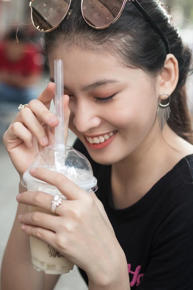Đi ăn vỉa hè, Hoa hậu Đỗ Thị Hà và Á hậu Phương Anh giản dị vẫn xinh đẹp rạng rỡ ảnh 9