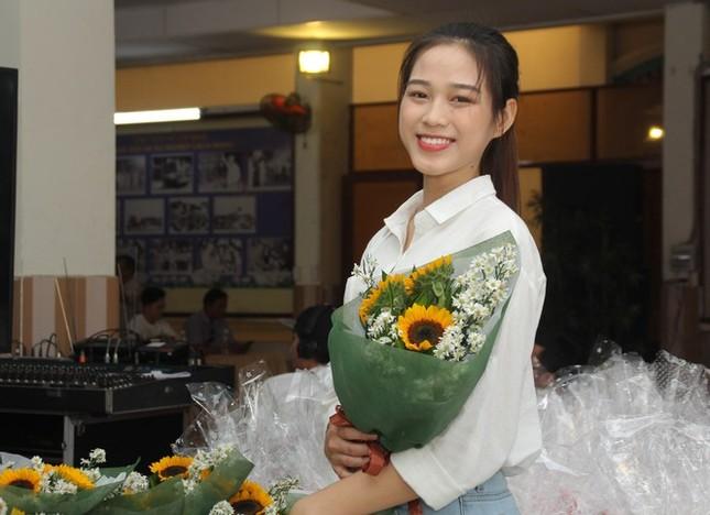 Hoa hậu Đỗ Thị Hà lo lắng khi ông nội nhập viện dịp cận Tết ảnh 3