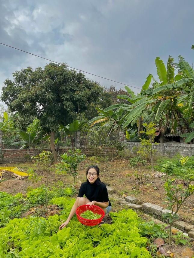 Những hình ảnh giản dị ở quê nhà của hoa hậu Đỗ Thị Hà chiều 30 Tết ảnh 5