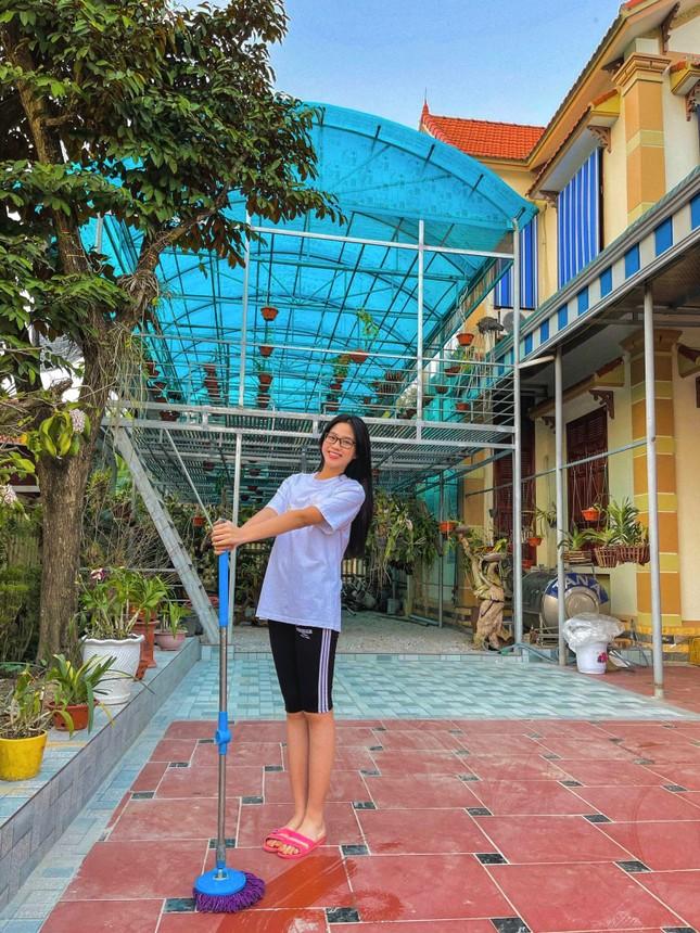 Những hình ảnh giản dị ở quê nhà của hoa hậu Đỗ Thị Hà chiều 30 Tết ảnh 1