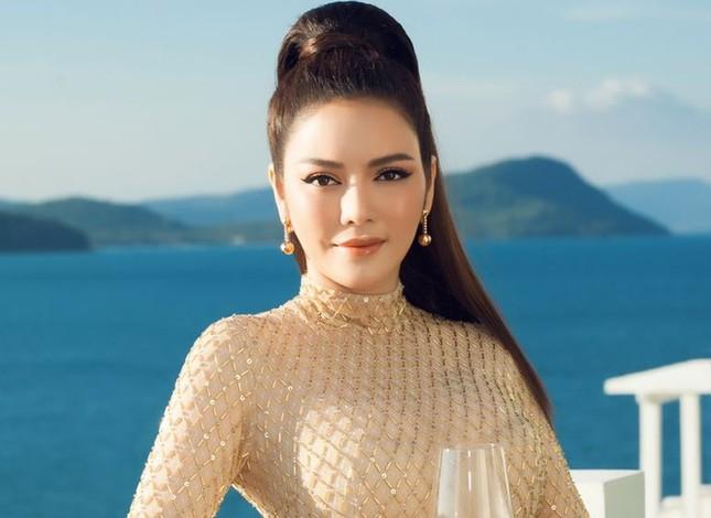 Showbiz 22/2: Hoa hậu Đỗ Thị Hà lên tiếng vụ từ chối đồng nghiệp nam ôm eo trên thảm đỏ ảnh 3