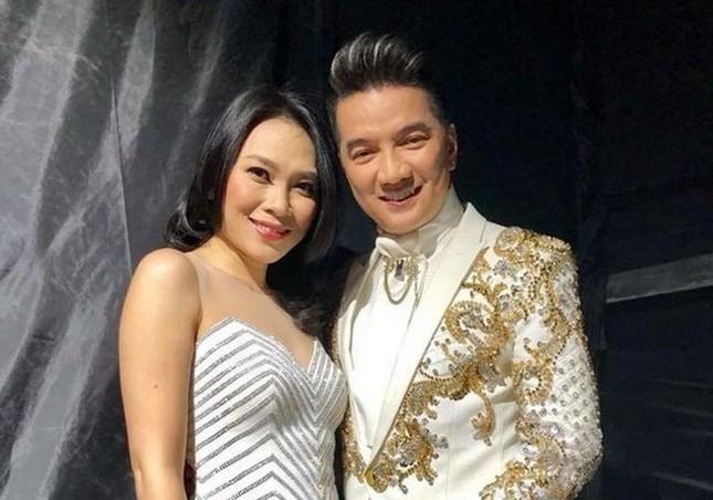 Showbiz 22/2: Hoa hậu Đỗ Thị Hà lên tiếng vụ từ chối đồng nghiệp nam ôm eo trên thảm đỏ ảnh 2