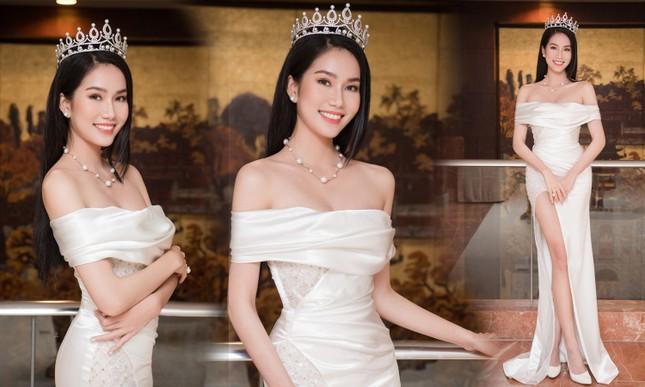 Showbiz 22/2: Hoa hậu Đỗ Thị Hà lên tiếng vụ từ chối đồng nghiệp nam ôm eo trên thảm đỏ ảnh 4