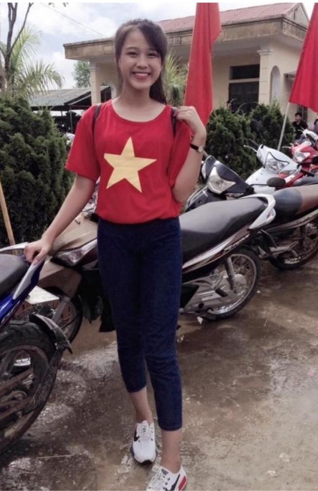Những hình ảnh ngày bé chưa từng hé lộ của Hoa hậu Đỗ Thị Hà ảnh 2