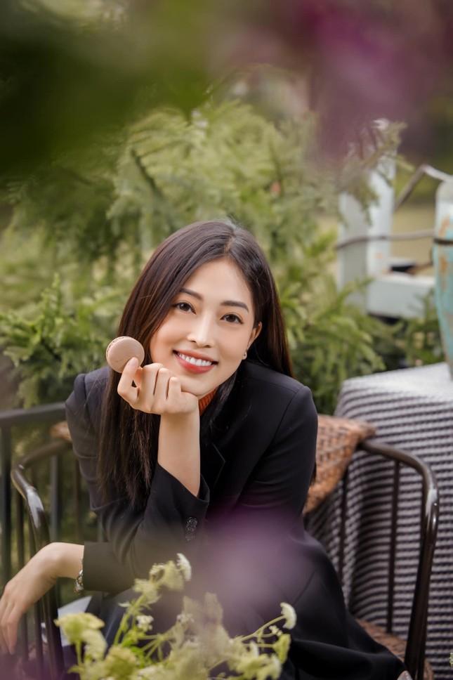 Top 3 Hoa hậu Việt Nam 2018: Tiểu Vy thần thái sang chảnh, Phương Nga-Thúy An ngày càng quyến rũ ảnh 7