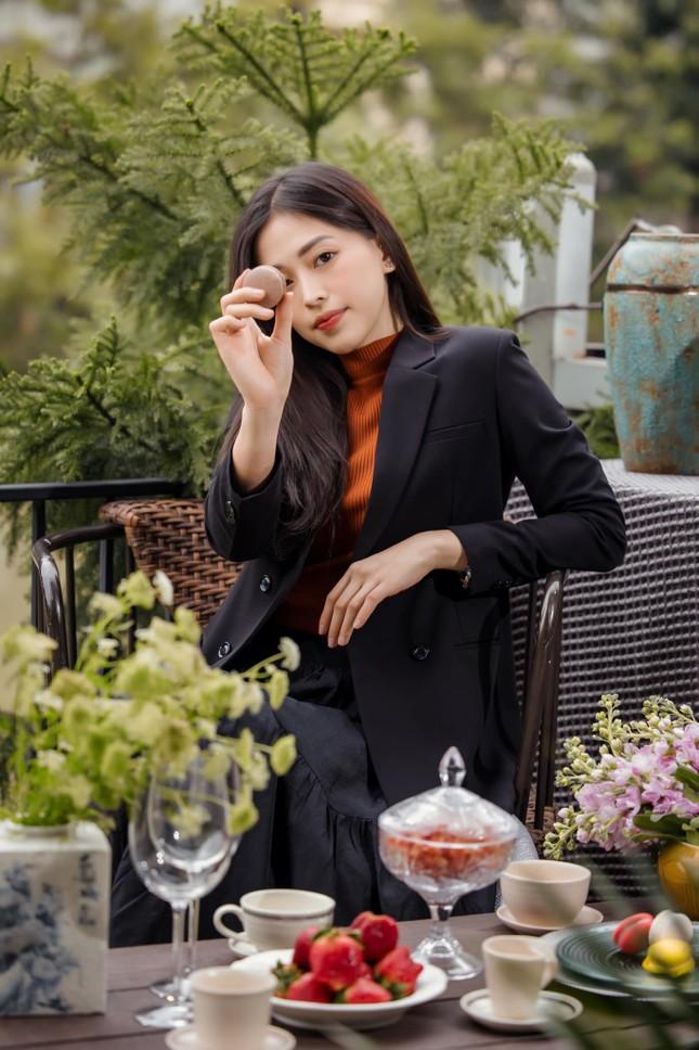 Top 3 Hoa hậu Việt Nam 2018: Tiểu Vy thần thái sang chảnh, Phương Nga-Thúy An ngày càng quyến rũ ảnh 9