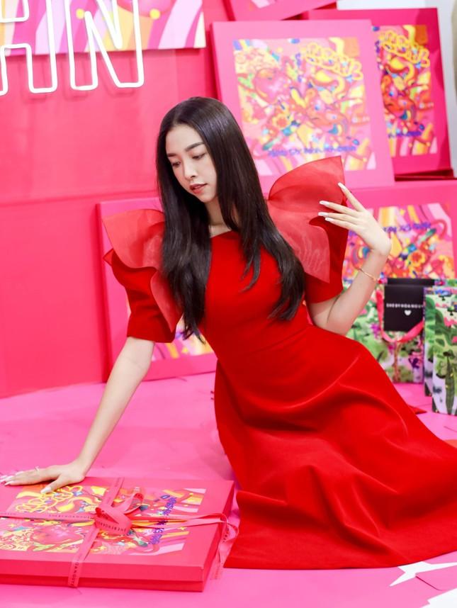 Top 3 Hoa hậu Việt Nam 2018: Tiểu Vy thần thái sang chảnh, Phương Nga-Thúy An ngày càng quyến rũ ảnh 13